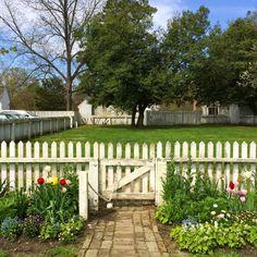 The LOVE sign visits Merchant's Square in Williamsburg, VA Colonial Williamsburg Va, Williamsburg Virginia, Amazing Gardens, Beautiful Gardens, Colonial Garden, Colonial Exterior, Mediterranean Garden Design, Colonial America, Garden Structures