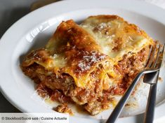 Lasagnes maison italiennes - Recettes Discover our easy and quick recipe for Italian homemade Lasagn Easy Smoothie Recipes, Good Healthy Recipes, Healthy Snacks, Diner Recipes, Snack Recipes, Italian Lasagna, Coconut Recipes, Pasta, Italian Recipes