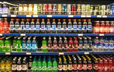 New study finds that higher sugary beverage intake significantly increases the risk of cancer recurrence and death in stage III colon cancer patients. Soda Tax, Healthy Balanced Diet, Carbonated Drinks, Cancer Fighting Foods, Insulin Resistance, Colon Cancer, Alternative Medicine, Paleo Diet, Diabetes