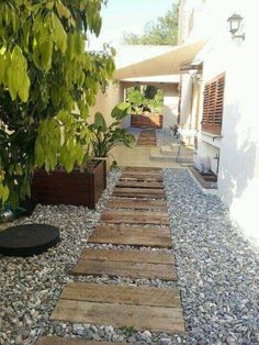 ready to change things up a little on your backyard and build a new secret garden, for instance, at the end of a nice and creative pallet walkway! Side Garden, Garden Beds, Garden Paths, Walkway Garden, Backyard Garden Design, Small Garden Design, Backyard Ideas, Pallet Walkway, Wood Pathway