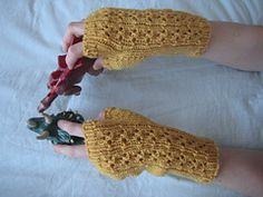 Ravelry: Cloverleaf Eyelet Fingerless Gloves pattern by Gretchen Tracy-free pattern