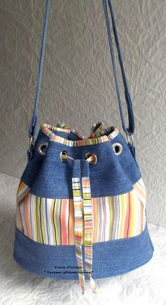 Denim grommet tote bag --- link goes to a large version of the picture - NO PATTERN. Recycled jeans, jeans bucket - bag - just the picture I think I will combine jeans with crochet, says Centina K. Love the play of recycled denim and stripes DIY Handmad Patchwork Bags, Quilted Bag, Sacs Tote Bags, Diy Sac, Denim Purse, Denim Ideas, Denim Crafts, Recycle Jeans, Old Jeans