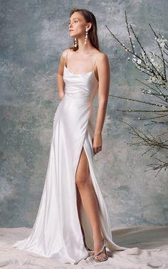 Slip Wedding Dress, Dream Wedding Dresses, Gown Wedding, Wedding Dresses With Slit, Long Party Dresses, Modern Wedding Dresses, Popular Wedding Dresses, Wedding Stage, Fall Dresses