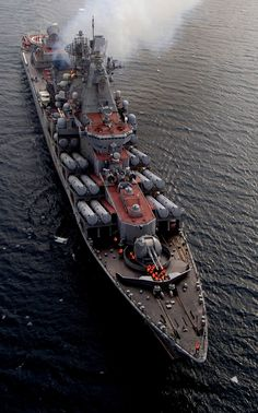 Armed to the teeth A Slava-class cruiser Varyag of the Russian Federation Navy Pacific Fleet. next is War Submarines and U-boat Germany Naval History, Military History, Poder Naval, Cruisers, Soviet Navy, Navy Military, Navy Ships, Military Weapons, Military Equipment