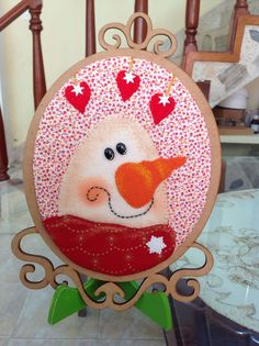 Cuadro Snowman, Christmas Crafts, Decorative Plates, Crochet, Flowers, Home Decor, Yule Decorations, Holiday Ornaments, Paintings