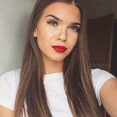 """Iva Nikolina Juric on Instagram: """"Otto.de wird 20! Das ist ein #GuterGrund auf ROT zu setzen und deshalb zeige ich euch meinen Lieblingslippenstift! Wenn ihr die Chance haben wollt auf dem Blog von @twoforfashion gefeatured zu werden dann teilt euer Bild mit einem Shirt oder einem Lippenstift in rot und verseht es mit dem Hashtag #GuterGrund ❤️ @otto_de"""""""
