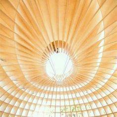 The Güiro Art Bar, em Miami, Flórida, EUA. Projeto do coletivo de artistas cubanos conhecidos como Los Carpinteiros. #architecture #arts #arquitetura #arte #decor #design #decoração #interiores #interior #lighting #luzetrancendencia #projetocompartilhar #shareproject