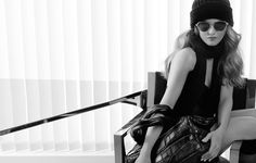 Já viram as fotos de Vanessa Paradis para as bolsas Cocoon da Chanel? Estas são as fotos da campanha, e foram (claro!) clicadas por Karl Lagerfeld. Quem quiser conferir os bastidores da campanha, inclusive com música de Vanessa Paradis (gosto de sua voz!) pode clicar aqui! Só preciso confessar uma coisa… não gosto destas bolsas, …