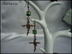 """Très jolies boucles d'oreille gothique """"Crucifix"""" : Boucles d'oreille par hortavie"""