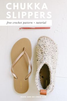 Another flip flop crochet pattern from Make & Do Crew! These chukka-style crochet slipper boots with flip flop soles are pure happiness on your feet! Squishy, non-slip soles + cozy crochet fabric make these your future favorite footwear. Get the free pattern and detailed photo and video tutorials featuring Lion Brand Wool-Ease Thick & Quick. Crochet Fabric, Crochet Crafts, Crochet Stitches, Crochet Projects, Knit Crochet, Crochet Slipper Boots, Crochet Shoes, Crochet Slippers, Crochet Flip Flops
