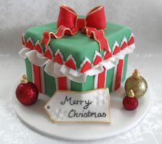 pastel rainbow cake Christmas Present Cake Cars 2 Cake The Best Chocolate Cake Ever Red Velvet cake balls Christmas Present Cake, Christmas Cake Decorations, Christmas Cupcakes, Christmas Sweets, Holiday Cakes, Christmas Baking, Xmas Cakes, Christmas Decor, Merry Christmas
