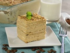 A delicious cold coffee cake, you do not need to bake anything, kids and adults will love it and your kids can help in its preparation. Fun Desserts, Delicious Desserts, Dessert Recipes, Mexican Food Recipes, Sweet Recipes, Oreo, Yummy Snacks, Yummy Food, Cooking Time