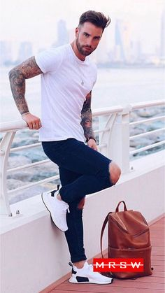 Latest Men's Fashion Trends & Grooming Styles In 2019 Outfit Jeans, White Tshirt Outfit, White Shirt Men, Mens White Outfit, White T Shirts, T Shirt Men, Types Of T Shirts, Latest Mens Fashion, Men's Fashion