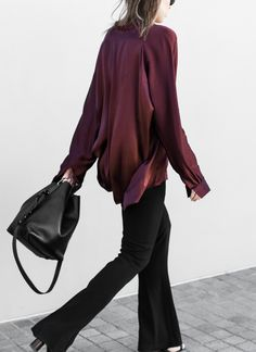 Burgundy silks, flare trousers, block heel mules,bucket bags...seems this girl's feelingsome serious retro vibes of late. All with a pared-back, modern minimal edgeofcourse. Let's not forget wh