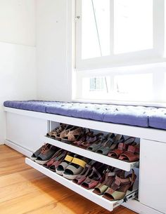 The window seat is awesome! And it we have a nice view/small garden this would be so pretty. Closet Bedroom, Diy Bedroom, Trendy Bedroom, Shoe Rack Bedroom, Shoe Rack Closet, Hallway Closet, Shoe Room, Bedroom Ideas, House Entrance