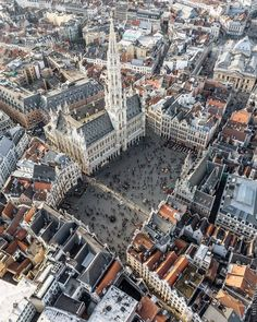 The Grand Place from above in Brussels, Belgium Oh The Places You'll Go, Places To Travel, Europa Tour, Travel Around The World, Around The Worlds, Foto Top, Brussels Belgium, Thinking Day, Travel Alone