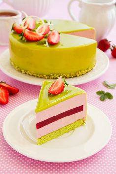 Matcha and strawberry mousse cake with jelly details. Jello Recipes, Cake Recipes, Just Desserts, Delicious Desserts, Strawberry Mousse Cake, Cupcake Cakes, Cupcakes, Pistachio Cake, Sweet Potato Breakfast