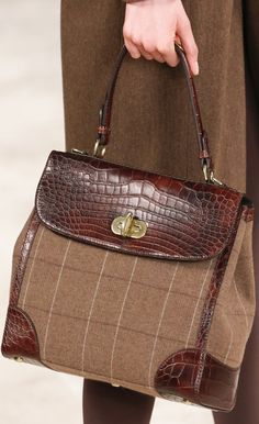 Ralph Lauren Fall 2016 Ready-to-Wear Accessories Photos - Vogue Sac Ralph Lauren, Ralph Lauren Style, Ralph Lauren Collection, Tote Handbags, Fashion Handbags, Purses And Handbags, Fashion Bags, Beautiful Handbags, Beautiful Bags