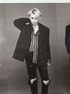 이던 (edawn) he looks like a vampire. Triple H, Kpop Pentagon, Pretty Boys, Cute Boys, Park Hyun Sik, Pentagon Members, Day6 Sungjin, Hyuna, Into The Fire