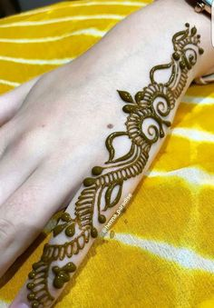 The pattern on the fingers is matched with the centerpiece mandala pattern to compliment the whole henna Rose Mehndi Designs, Khafif Mehndi Design, Finger Henna Designs, Henna Art Designs, Mehndi Designs For Girls, Mehndi Designs For Beginners, Modern Mehndi Designs, Dulhan Mehndi Designs, Mehndi Designs For Fingers