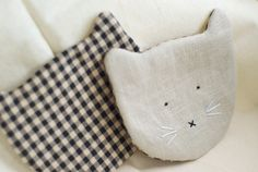 DIY tutorial for kitty coasters! http://blog.modcloth.com/2010-12-09-kitty-coasters-from-fieldguided