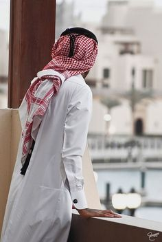 Traditional clothing Muslim Beard, Muslim Men, Arab Men Fashion, Mens Fashion, Arab Men Dress, Saudi Men, Muslim Pictures, Arab Swag, Handsome Arab Men