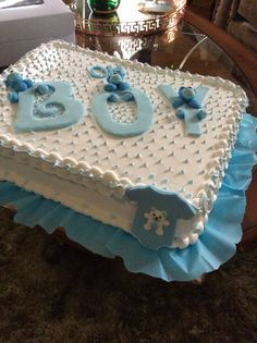 Cute baby boy shower cake in blue and white colors with a boy written word as tipping. Baby Shower Sheet Cakes, Baby Shower Cake Designs, Baby Bump Cakes, Torta Baby Shower, Baby Shower Cake Pops, Baby Shower Cakes For Boys, Baby Shower Decorations For Boys, Baby Boy Shower, Baby Cakes