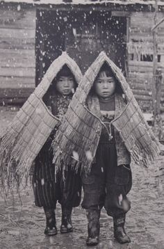 Country kids under snow, early Showa period