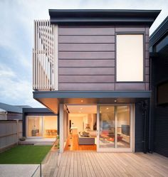 Chestnut Street is a private house that was renovated by Tim Spicer Architects & Felicity Dessewffy. It is located in Cremorne, Melbourne, Australia, Zinc Cladding, Roof Cladding, Interior Cladding, Aluminium Cladding, Zinc Roof, Facade Architecture, Facade House, House Front, Exterior Design