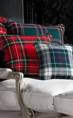 Classic Collection of Cushions This assortment of beautiful cushions features stunning tartans from luxury brand D C Dalgliesh. Incorporating striking details such as co-ordinated piping and sumptuous, rich, traditional colours, these cushions serve as ex Tartan Decor, Tartan Plaid, Decoration Entree, Tartan Christmas, Style Retro, Home And Deco, Traditional Decor, Classic Collection, Interior Accessories
