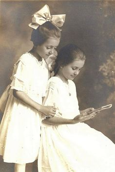 Free Printable Antique Photographs - from KnickofTime.net  Adopt an Ancestor!
