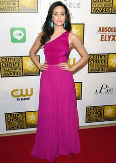 Emmy Rossum wore a Monique Lhuillier gown in the most stunning color to the Critics' Choice Television Awards // #celebritystyle #redcarpet
