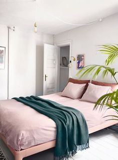 9 Fascinating Simple Ideas: Home Decor Living Room Gray indian home decor apartments.Home Decor Cozy Family cheap home decor bedroom.Diy Home Decor Living Room. Home Decor Bedroom, Home Bedroom, Bedroom Interior, Bedroom Design, Tropical Bedrooms, Pink Bedroom Decor, Interior Design Bedroom, Bedroom Green, Home Decor