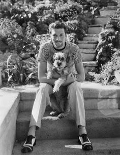 Laurence Olivier from the 1930s I would never have imagined this. Save for the shoes, this could be from today
