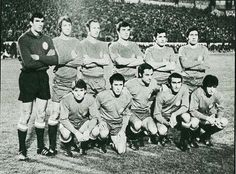 SELECCIÓN ESPAÑOLA. Partido España 7-Chipre 0, celebrado en Granada el 24 de noviembre de 1971. De pie, de izquierda a derecha: Iríbar, Sol, Gallego, Tonono, Hita y Claramunt. Agachados, en el mismo orden: Lora, Amancio, Quino, Pirri y Rojo.