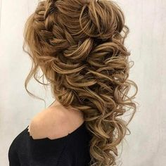 Wedding hair & makeup artist. Our stylists will listen to your needs and offer you interesting and beautiful ideas for wedding makeup and hairstyles.