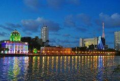 O Recife começando a se iluminar neste sábado... Foto linda da @tamynuness! Um bom início de noite a todos. :) #recife #capibaribe #assembleia #ruadaaurora #pernambuco by diariodepernambuco