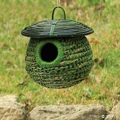 What a beautiful bird house. Fibre And Fabric, Garden Deco, Ceramic Birds, Bird Cages, Weaving Art, Animal House, Color Stories, Garden Supplies, Little Houses