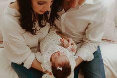 Ensaio Newborn Lifestyle em Curitiba | Recém-nascido em casa  Fotografia de família por Adrieli Cancelier Lifestyle, About Family, Family Photography, Home