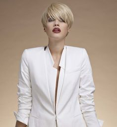 The Short Pixie Cut - 58 Great Haircuts You'll See for 2019 - Hairstyles Trends Short Blonde Haircuts, Short Hair Cuts, Short Hair Styles, Shaved Side Hairstyles, Straight Hairstyles, Vog Coiffure, Great Haircuts, Sassy Hair, Cut Her Hair