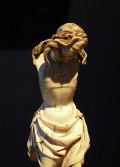 Giovanni Pisano - The Crucified Christ - Ivory - Tuscany, Italy - circa 1300 White Jesus, Tuscany Italy, Christ, Ivory, Statue, Toscana Italy, Sculptures, Sculpture