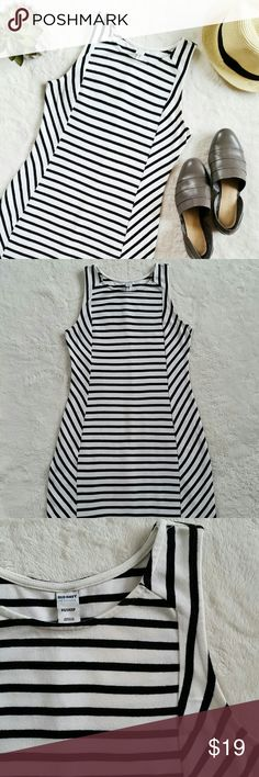 """Old Navy Striped Sleveless Dress Old navy striped dress. Size x-small. Pit to pit is 15.5"""" flat and shoulder to hem is 35"""". In good pre-loved condition with light signs of wear. Old Navy Dresses"""