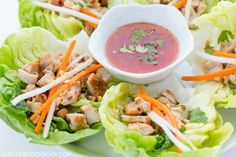 Marinated cubed chicken with mint leaves, cilantro, peanuts, daikon and carrot strips on crisp butter lettuce leaf, drizzle with Thai chili sauce! Wrap Recipes, Asian Recipes, Healthy Recipes, Ethnic Recipes, Vietnamese Recipes, Chinese Recipes, Filipino Recipes, Healthy Dinners, Easy Recipes