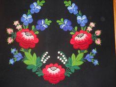 Scandinavian Embroidery, Scandinavian Art, Mexican Embroidery, Folk Embroidery, Textiles, Diy Necklace, Handicraft, Cross Stitch, Quilts