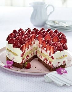 Our popular recipe for Italian strawberry mascarpone cake and more than 55000 other free recipes at LECKER. The post Italian strawberry mascarpone pie appeared first on Dessert Park. No Bake Desserts, Delicious Desserts, Dessert Recipes, Yummy Food, Dessert Blog, Cheesecake Recipes, Torte Au Chocolat, Mascarpone Cake, Desert Recipes