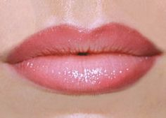 4 Tips on how to make your lips look fuller and get that pouty look without injections and lip plumpers!