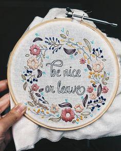 """293 curtidas, 14 comentários - Marina Burity (@bordadosdaburity) no Instagram: """"Teve uma hora que comecei a me confundir com as várias cores e detalhes e tive que fazer uma…"""""""
