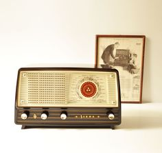 Midcentury Bakelite Siera Tube Radio
