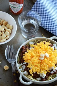 Cincinnati Chili, oh yes.  this is a comfort food!!!!   serve it over spaghetti, yes please.