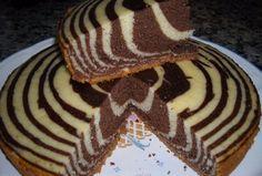 Když pečete klasickou piškotu, zkuste ji obohatit kakaem a dodáte jí tak skvělý dizajn zebry. Korpus ze zakysané smetany je nadýchaný, jemný a vláčný.
